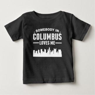 Alguien en Columbus me ama Playera De Bebé