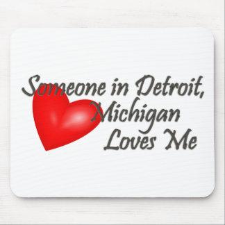 Alguien en Detroit me ama Tapetes De Ratón