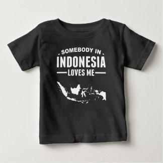 Alguien en Indonesia me ama Playera De Bebé