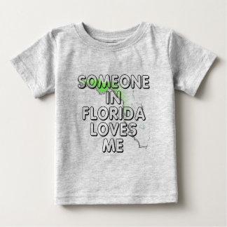 Alguien en la Florida me ama Playera De Bebé