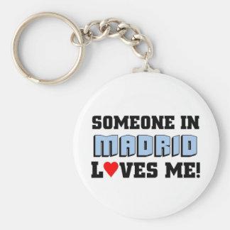 Alguien en Madrid me ama Llavero Redondo Tipo Pin