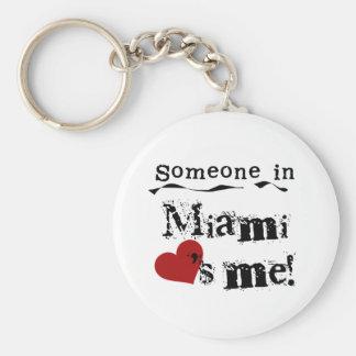 Alguien en Miami Llavero Redondo Tipo Pin