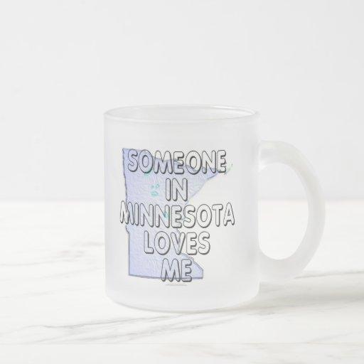Alguien en Minnesota me ama Taza De Café Esmerilada
