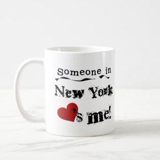 Alguien en Nueva York me ama Taza Básica Blanca