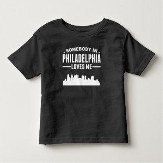 Alguien en Philadelphia me ama Playera De Bebé