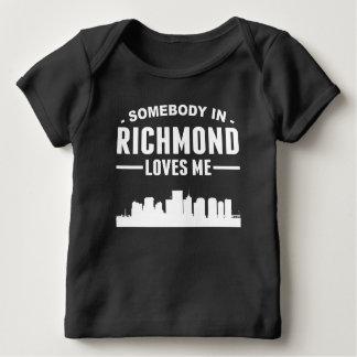 Alguien en Richmond me ama Camisas