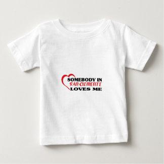 Alguien en San Clemente me ama camiseta Playera Para Bebé