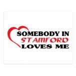 Alguien en Stamford me ama camiseta Postal