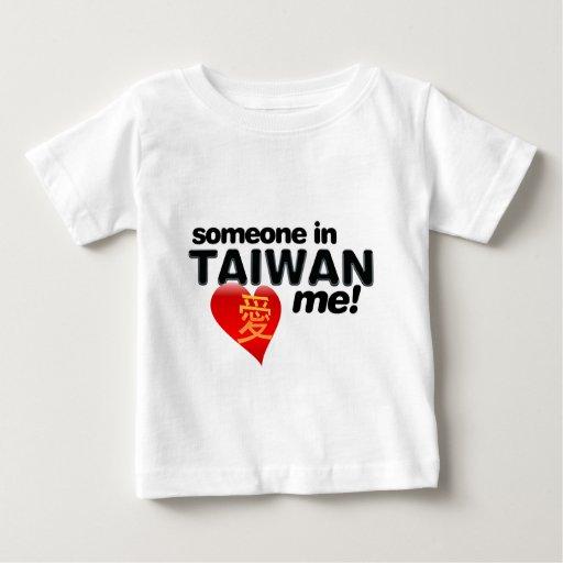 ¡Alguien en Taiwán me ama! Playera