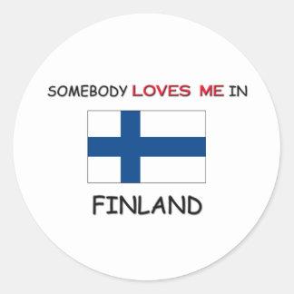 Alguien me ama en FINLANDIA Pegatina Redonda