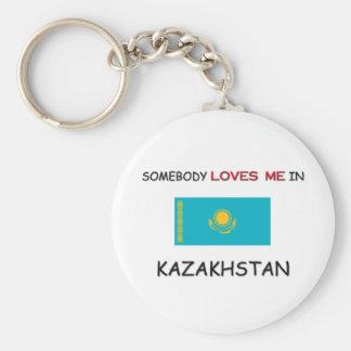 Alguien me ama en KAZAJISTÁN Llavero Redondo Tipo Pin