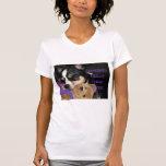 Alguien necesita el perro de la chihuahua del café camiseta