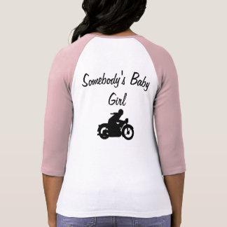 Alguien niña, camiseta del béisbol de las mujeres