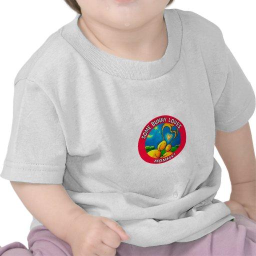 Algún conejito ama a la MAMÁ Camisetas