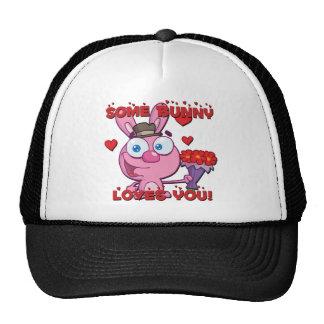 Algún conejito le ama gorra