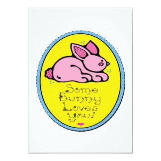"""Algún conejito le ama invitación 5"""" x 7"""""""