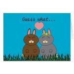 Algún conejito le ama tarjeta