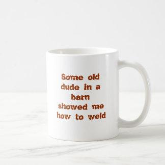Algún viejo tipo en barnshowed me cómo soldar con  tazas de café