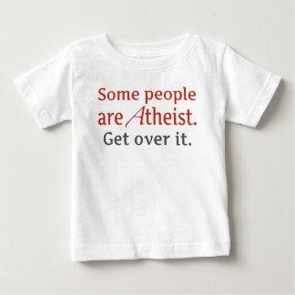 Alguna gente es atea. Consiga sobre él. Camisetas