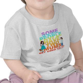 Alguna gente tiene dos momias camisetas
