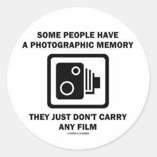 Alguna gente tiene una memoria fotográfica el hum etiquetas redondas