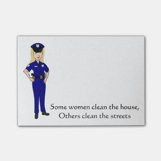 Algunas mujeres limpian humor del oficial de notas post-it®