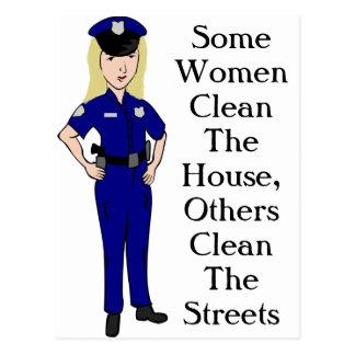 Algunas mujeres limpian humor del oficial de postal