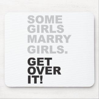 ¡Algunos chicas casan a chicas, consiguen sobre él Mousepads