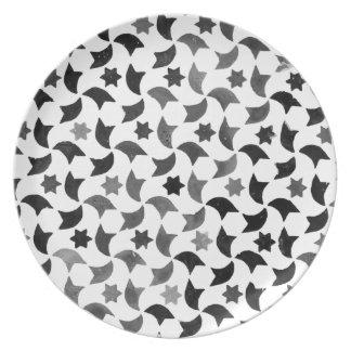 Alhambra protagoniza el fondo transparente del platos para fiestas