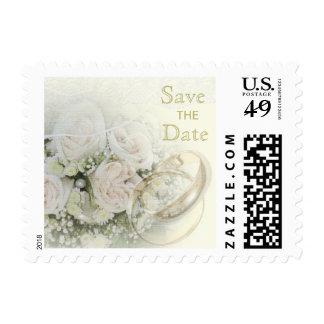Alianzas de boda, rosas, palomas y reserva del sellos postales