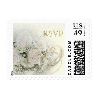 Alianzas de boda, rosas y cordón de RSVP Franqueo