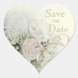 Alianzas de boda, rosas y reserva del cordón la pegatina en forma de corazón