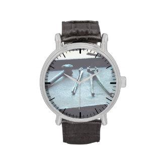 Alicates y mazo relojes de pulsera