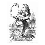 Alicia de Tenniel en postal del país de las maravi