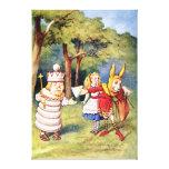 Alicia el rey blanco y el conejo como bufón de la  lona envuelta para galerías