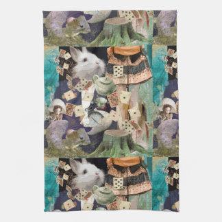 Alicia en collage del país de las maravillas toalla de cocina