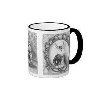 Alicia en conejo del blanco de las liebres de taza de café