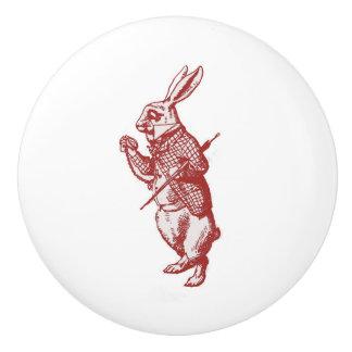 Alicia en el botón blanco del rojo del conejo del pomo de cerámica