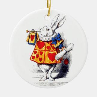 Alicia en el país de las maravillas el conejo adorno navideño redondo de cerámica