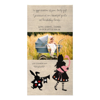 Alicia en el país de las maravillas le agradece ta tarjeta fotográfica personalizada