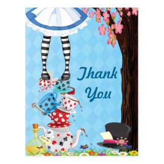 Alicia en el país de las maravillas le agradece tarjeta postal