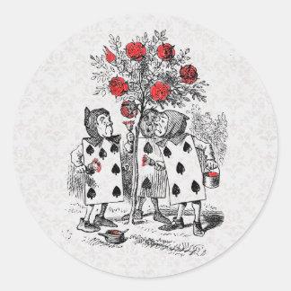 Alicia en el país de las maravillas que pinta al pegatina redonda