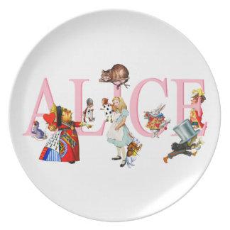 Alicia en el país de las maravillas y amigos plato de cena