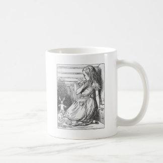 Alicia en el país de las maravillas y el conejo taza de café