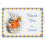 Alicia en el personalizado blanco del conejo del tarjeta