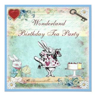 Alicia en fiesta del té del cumpleaños del país de comunicados personales