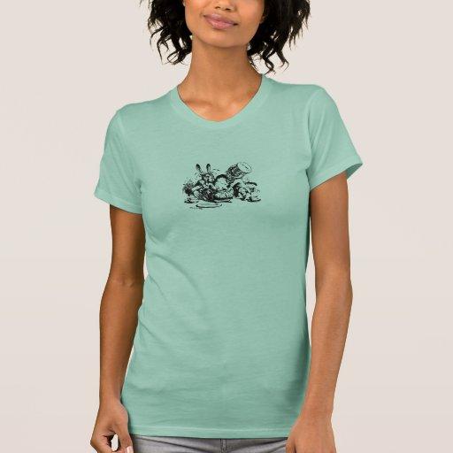 Alicia en fiesta del té del país de las maravillas camisetas