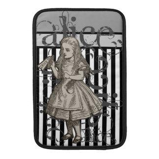 Alicia en Grunge del país de las maravillas (negro Fundas MacBook