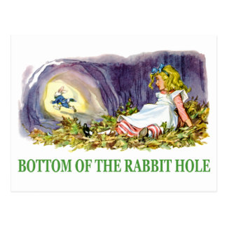 Alicia en la parte inferior del agujero de conejo postal