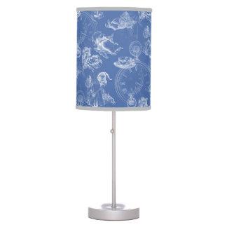 Alicia en lámpara del azul del tiempo del té del